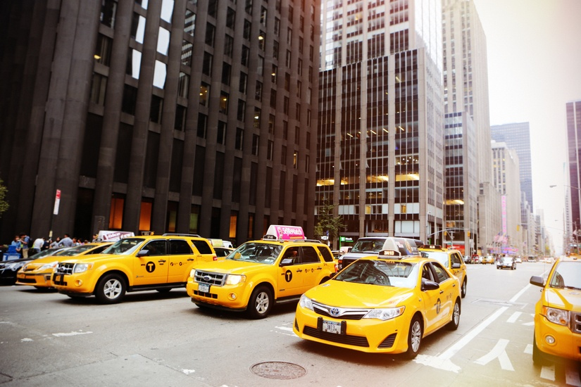 voy en taxi o voy en autobús